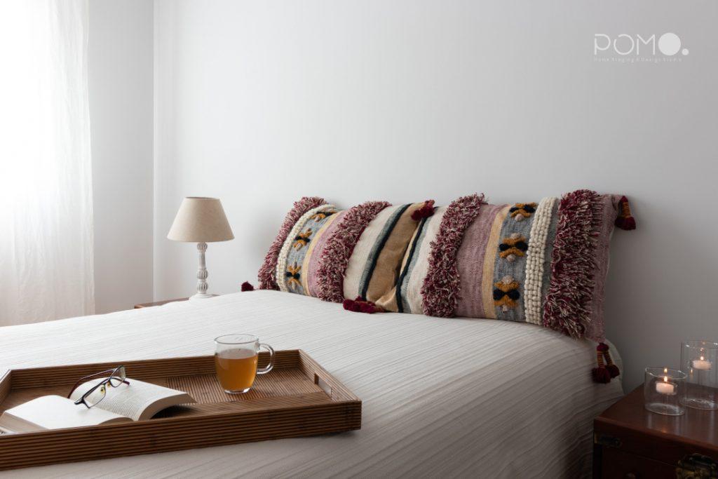 Home Staging en dormitorio principal en Príncipe Pío, Madrid.  Relooking, puesta en escena y fotografía inmobiliaria.