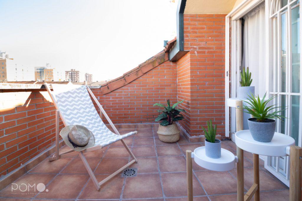 POMO. Home Staging en vivienda adosada en Loranca, Madrid. Terraza dormitorio abuhardillado