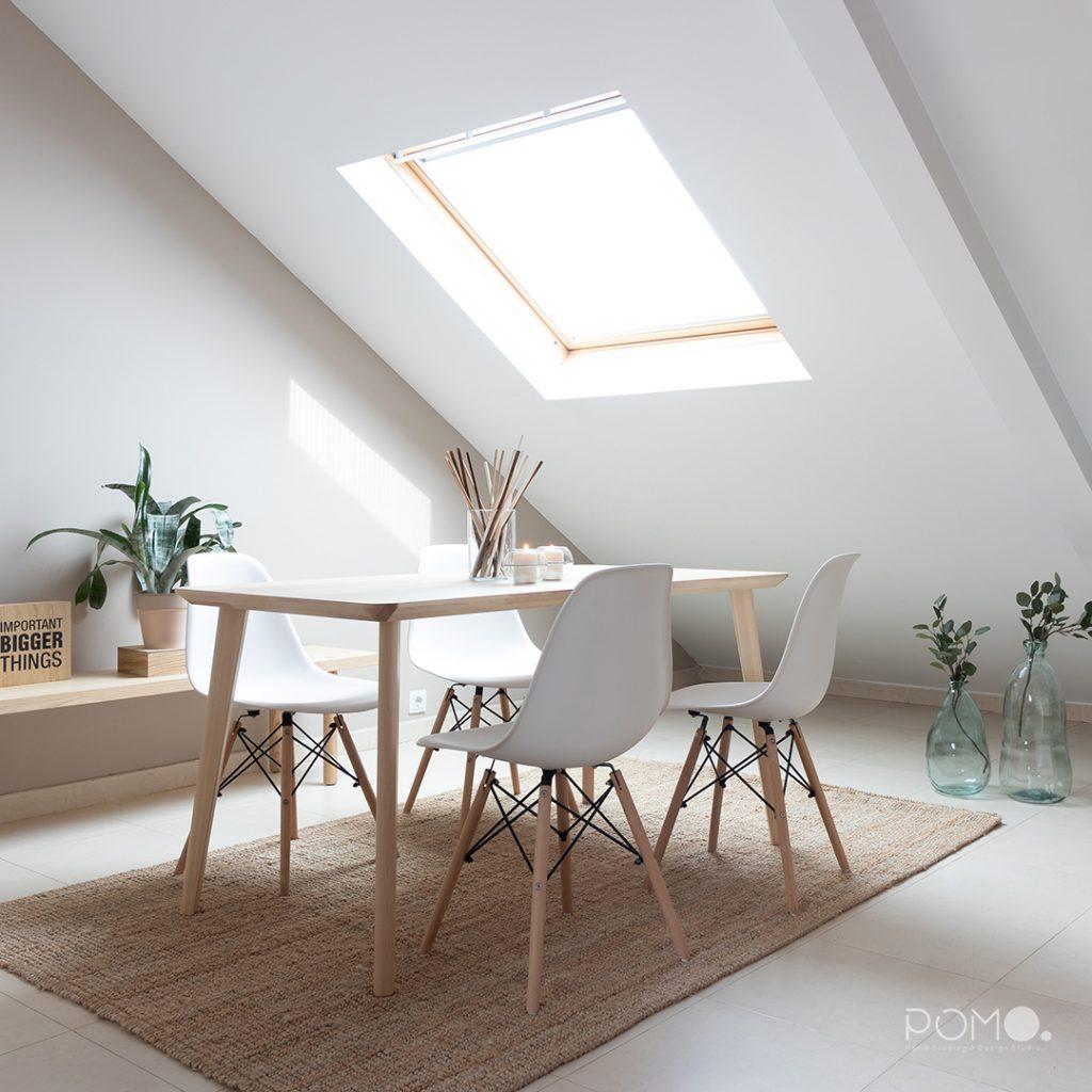 POMO. Home Staging en vivienda vacía en Móstoles, Madrid. Comedor abuhardillado 01