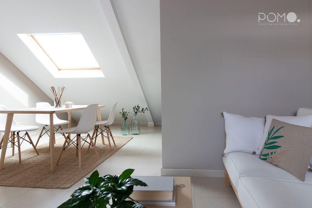 POMO. Home Staging en vivienda vacía en Móstoles, Madrid. Salón comedor abuhardillado