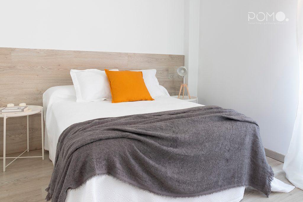 Home Staging en vivienda amueblada en Móstoles, Madrid. Relooking, puesta en escena y fotografía inmobiliaria. Dormitorio principal.
