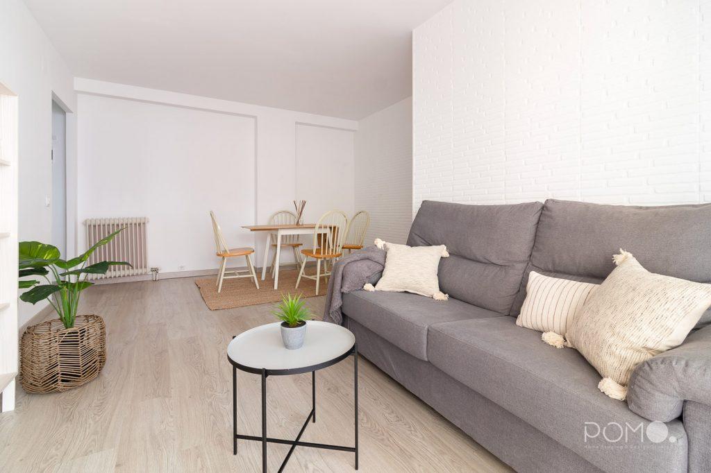 Home Staging en vivienda amueblada en Móstoles, Madrid. Relooking, puesta en escena y fotografía inmobiliaria. Salón comedor.