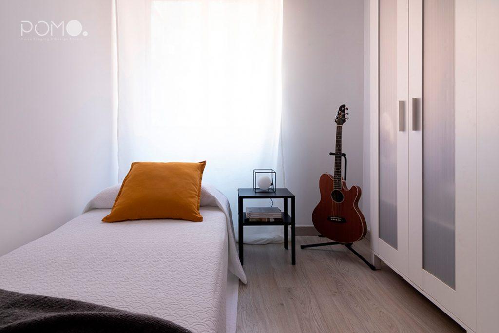 Home Staging en vivienda amueblada en Móstoles, Madrid. Relooking, puesta en escena y fotografía inmobiliaria. Segundo dormitorio.